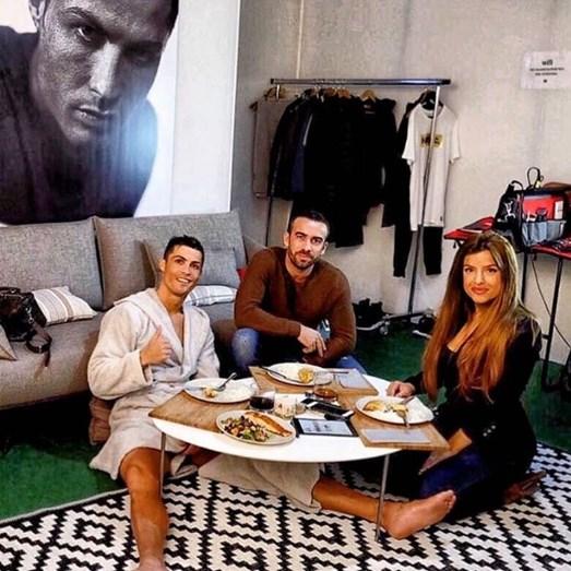 Uma refeição descontraída de Ronaldo com Regoufe e Marisa Mendes
