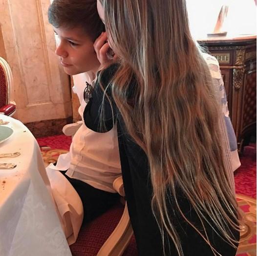 O longo cabelo de Harper Beckham