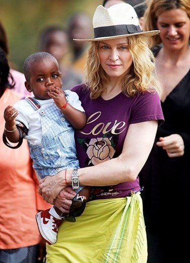 Madonna com David Banda em bebé, no Malawi