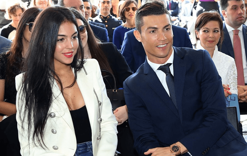 Georgina Rodriguez namora com Ronaldo desde setembro de 2016. É apoiada pela família do craque e surge, tal como Irina na sua época, pouco antes do craque ser pai.