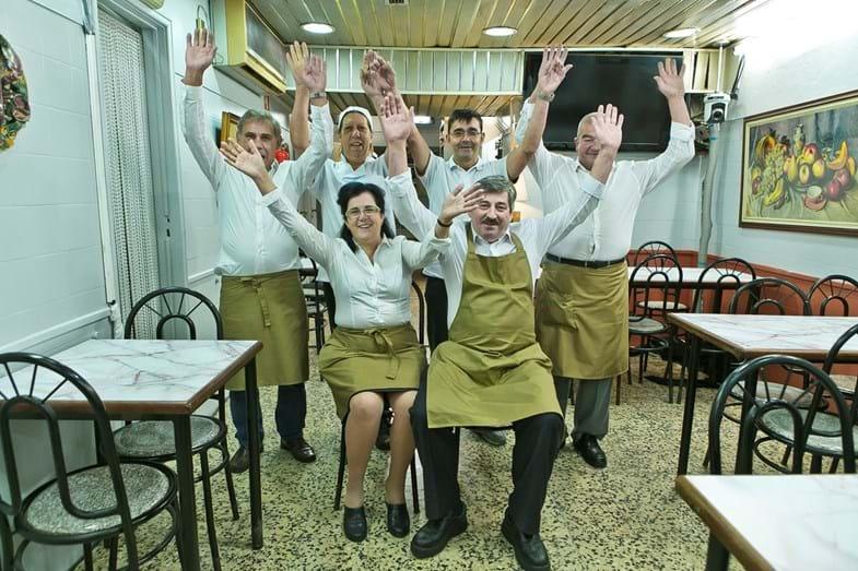 A equipa do restaurante O Canela, em Campolide, Lisboa