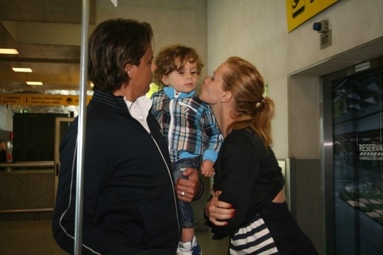 Casinhas e Cristina com Tiago, o filho de ambos, hoje com 8 anos