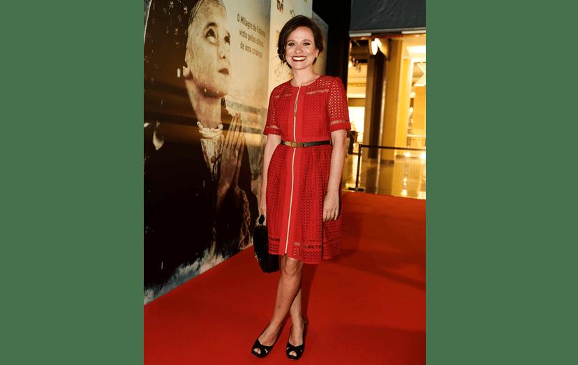 Dalila Carme com um vestido da Cara Jarmon