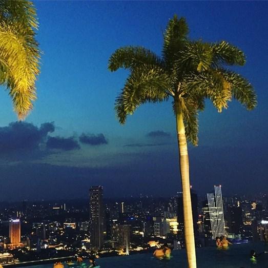 Luzes do 57º andar do hotel de 5 estrelas onde Cristina e o filho passaram a noite