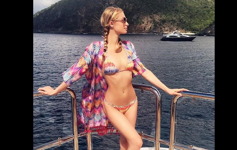 Paris Hilton é uma conhecida multimilionária e, à semelhança de Ronaldo, também gosta de mostrar o corpo invejável. Só que, pela sua excentricidade, não foi considerada a madrasta ideal para o bebé que vinha a caminho e hoje tem 6 anos de idade, CR Júnior.