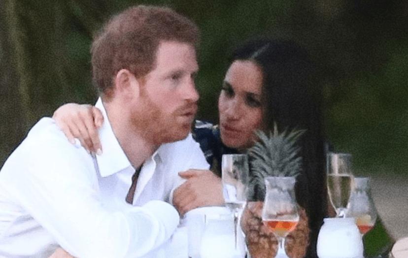 Harry com a noiva, Meghan Markle, no casamento de um amigo da família real, na Jamaica.