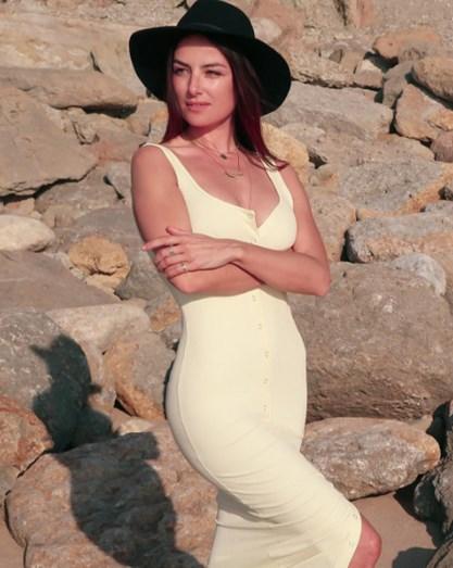 Helena Coelho exibe boa forma física