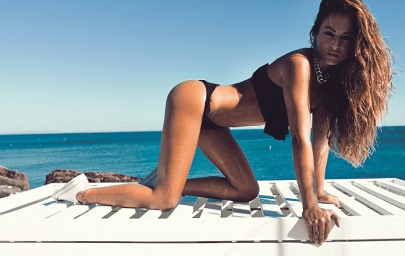 Joana Duarte exibe corpo em biquíni