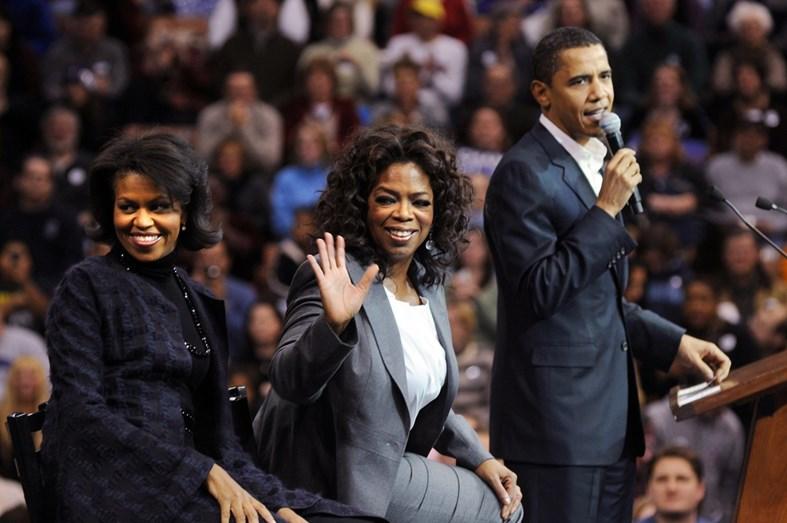 Michelle e Barack Obama com Oprah Winfrey, de quem são amigos há muitos anos