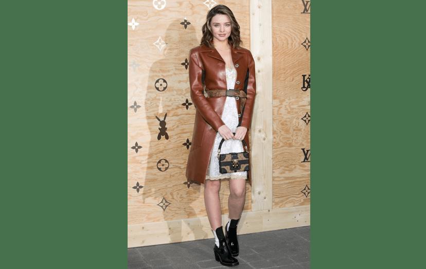 A modelo Miranda Kerr brilhou na festa Louis Vuitton e Jeff Koons