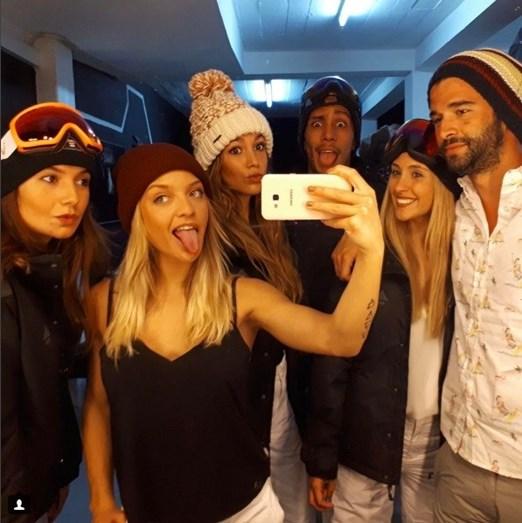 Henrique Ramos com um grupo de amigos entre os quais Beatriz Moniz Ramos
