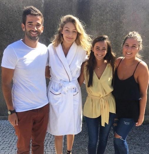 Também se deixou fotografar ao lado de Gigi Hadid, a modelo do momento