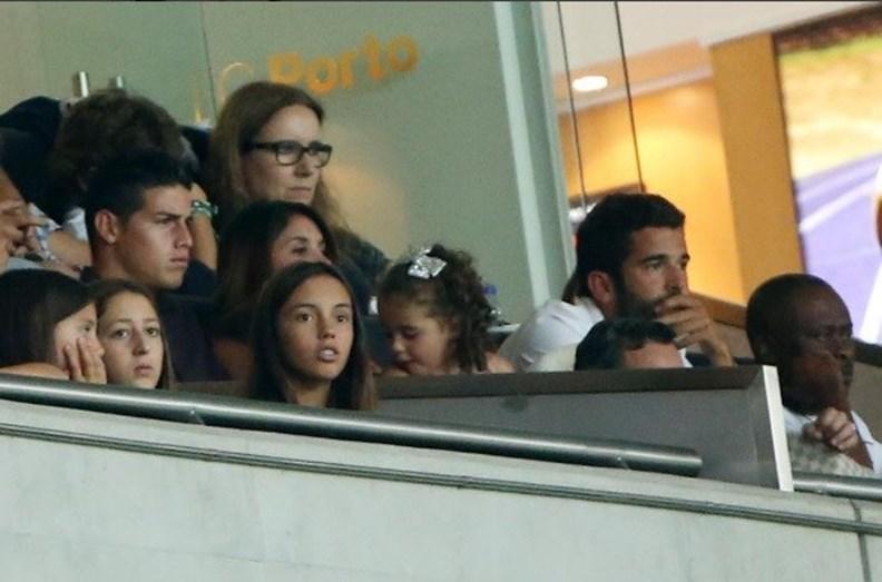 Aqui no Estádio do Dragão, Porto, no camarote junto a James Rodriguez