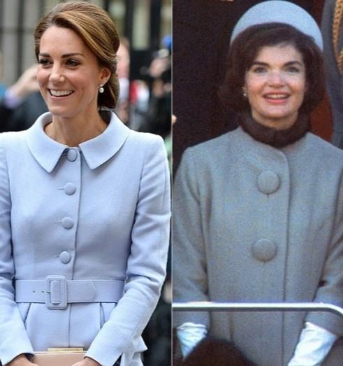 Kate com casaco azul de Catherine Walker & Co.  Jackie Kennedy com casaco Oleg Cassini.