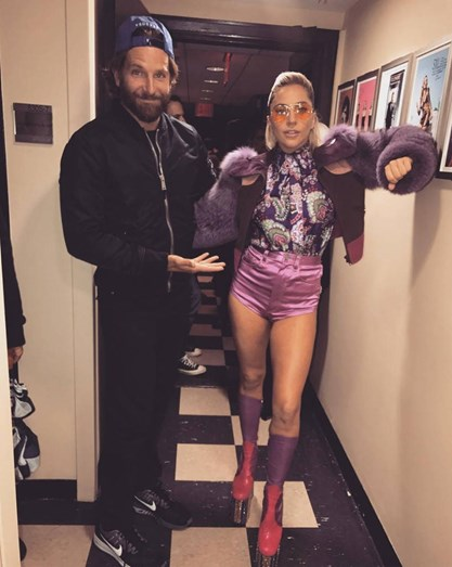 Bradley Cooper e Lady Gaga beijo apaixonante