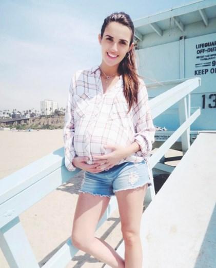 A cantora ainda grávida