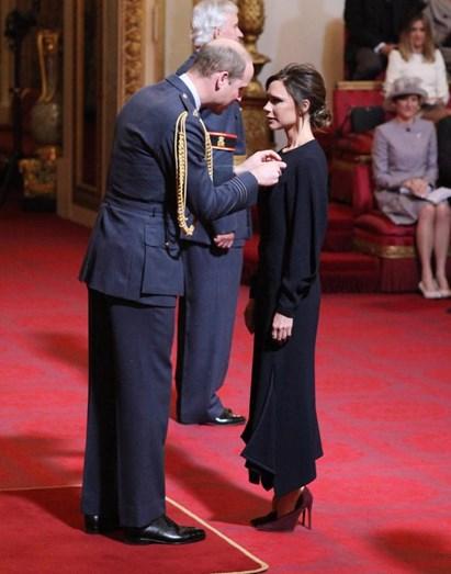 Victoria Beckham a ser condecorada pelo prícipe William de Inglaterra