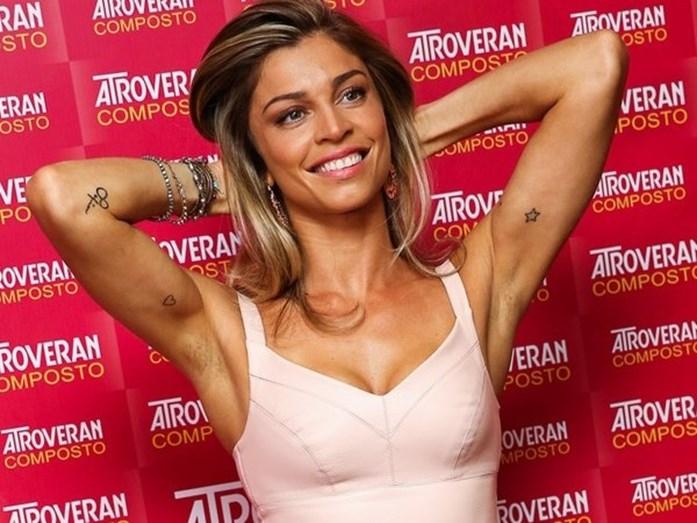 A atriz brasileira Grazi exibe as suas axilas de forma natural