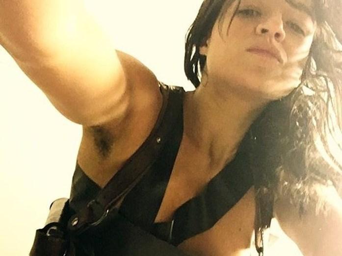 A atriz Michelle Rodriguez deixou a depilação de lado e mostrou aos seus seguidores do Instagram