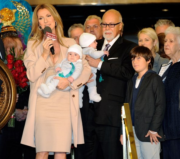 Celine Dion e René Angélil com os filhos gémeos, Eddy e Nelson, e o filho mais velho, René-Charles