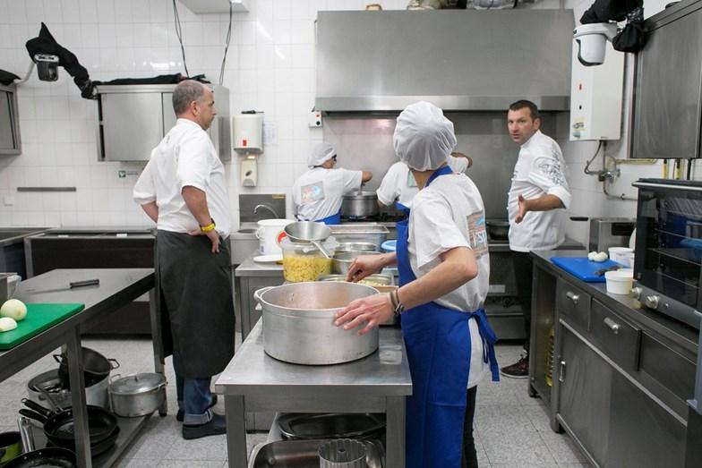 Ljubomir tenta por ordem na cozinha, mas está difícil controlar um 'staff' desorientado.