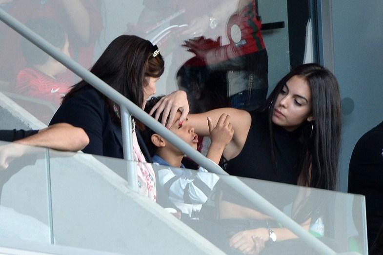 Mais um momento de família no jogo de Portugal na Madeira