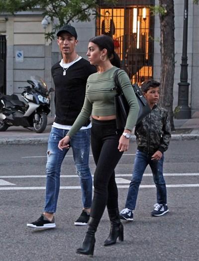 Depois da vitória do Real Madrid, Cristiano aproveitou os seguintes dias com o filho e a namorada