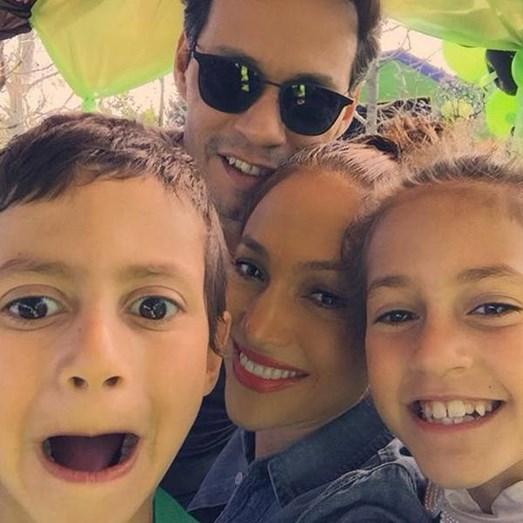 Jennifer Lopez e o ex-marido, Marc Anthony, com os dois filhos