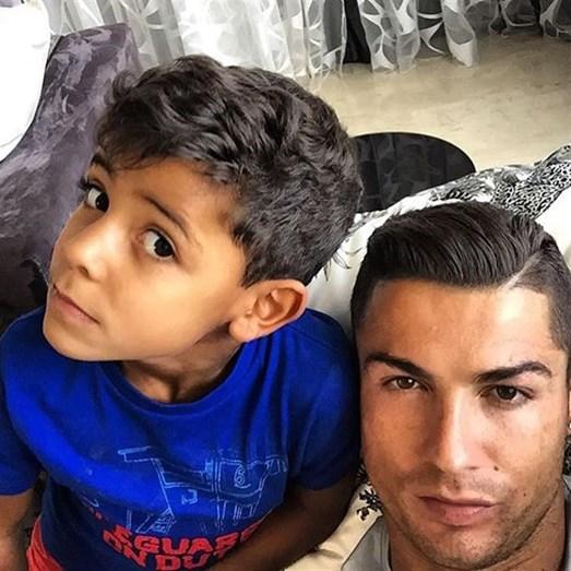 O jogador sempre partilha imensas fotos com o filho