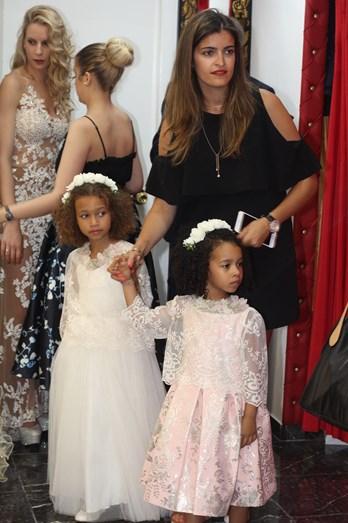 Ana Micaela a tomar conta das duas filhas de Luciana Abreu.