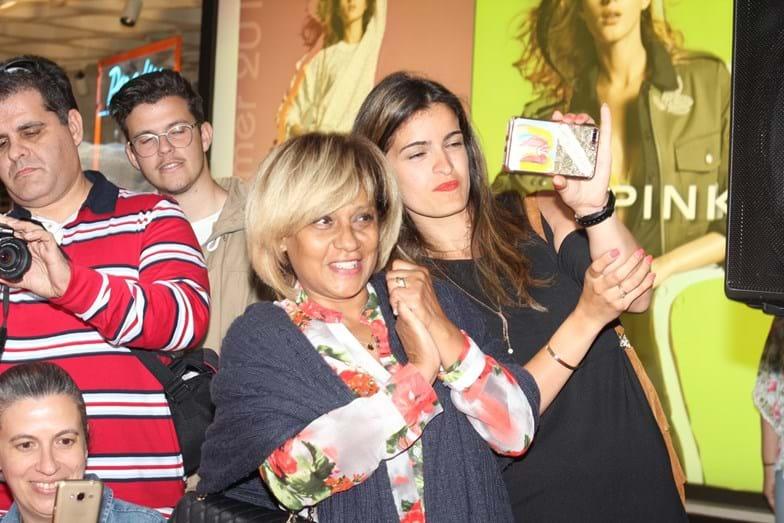 Odete Raposo e Ana Micaela orgulhosas da amiga, Luciana Abreu, num desfile de moda.