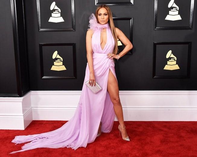Jennifer Lopez cada vez mais ousada ao longo dos anos