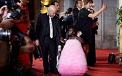 Indignado, Eduardo Beauté responde a críticas sobre vestido da filha
