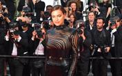 Dois meses após ser mãe, Irina Shayk vive noites loucas em Cannes