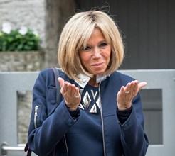 Brigitte Macron fortemente criticada pela mini-saia