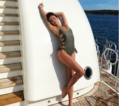 Sara Sampaio mais sensual que nunca a bordo de iate de luxo