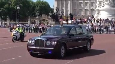Palácio de Buckingham, em alerta máximo, é evacuado