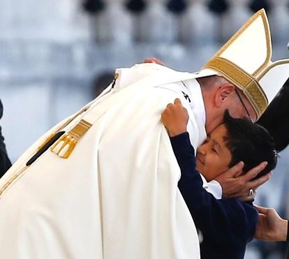 Lucas, menino do milagre, conta tudo sobre o encontro com o Papa Francisco