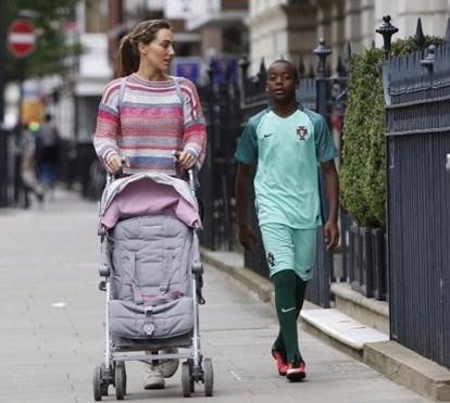 Filho de Madonna treina na academia do Benfica e mostra ser craque