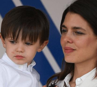 Charlotte do Mónaco: imagens de ternura com o filho Raphaël