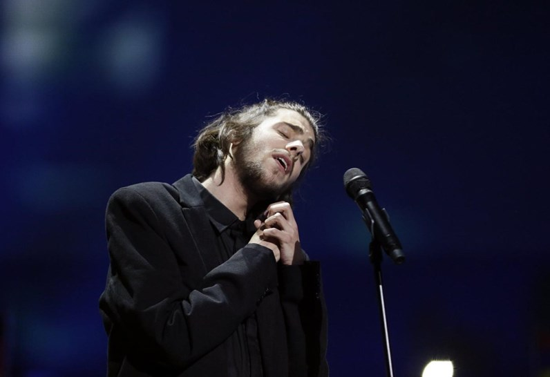 Salvador Sobral e a namorada na Eurovisão