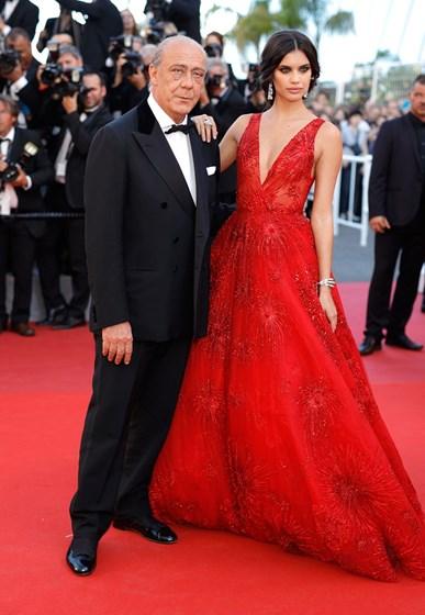 Sara Sampaio arrasa na passadeira do Festival de Cannes