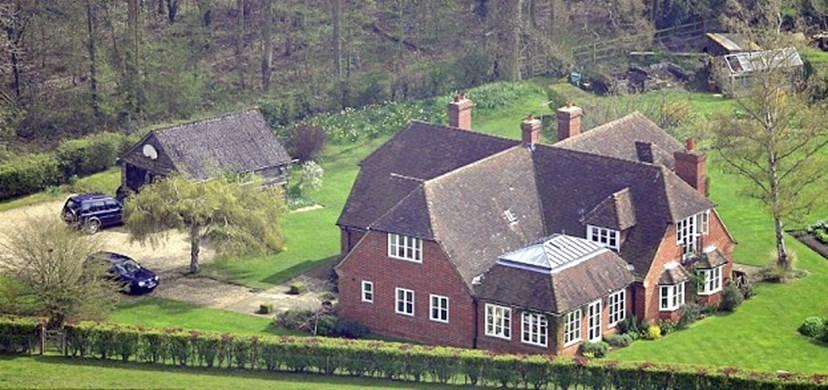 A quinta da família em Bucklebury, onde será o copo-d'água de Pippa Middleton