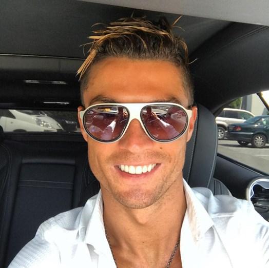 Cristiano Ronaldo exibe madeixas loiras