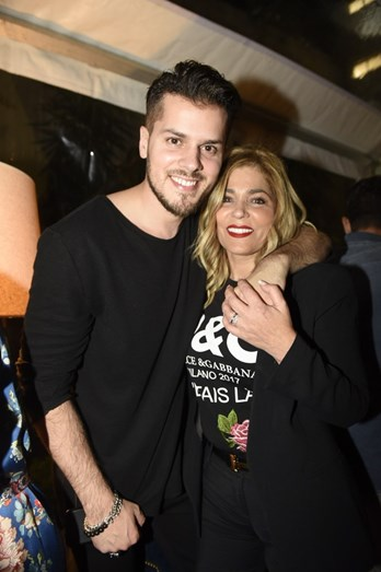 Mickael Carreira com a mãe, Fernanda Antunes