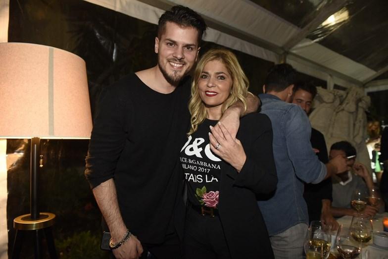 Mickael Carreira ao lado da mãe, Fernanda Antunes