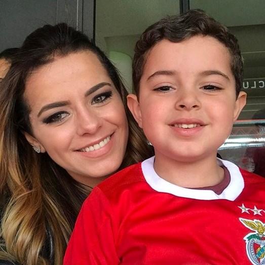 Gabriela Rosa Vieira, mulher de Jardel, com o filho de ambos, Francisco