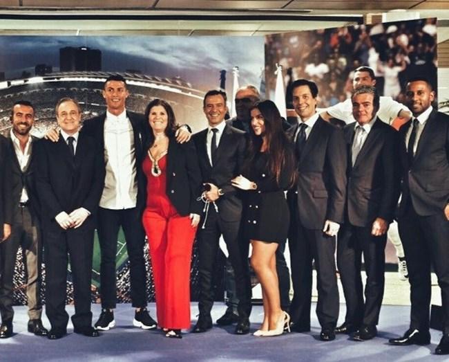 Uma foto de família alargada, com Ricardo Regoufe e Marisa Mendes