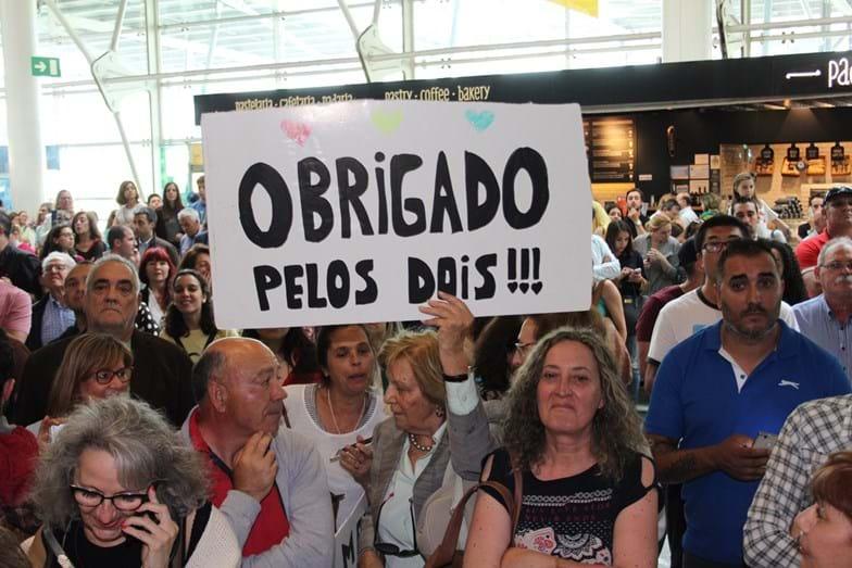 Luísa Cabral e a tia de Salvador Sobral à espera do vencedor no Aeroporto de Lisboa.