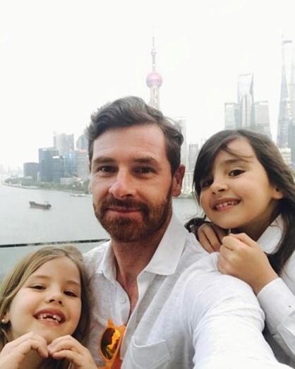 O treinador e as filhas Benedita e Carolina